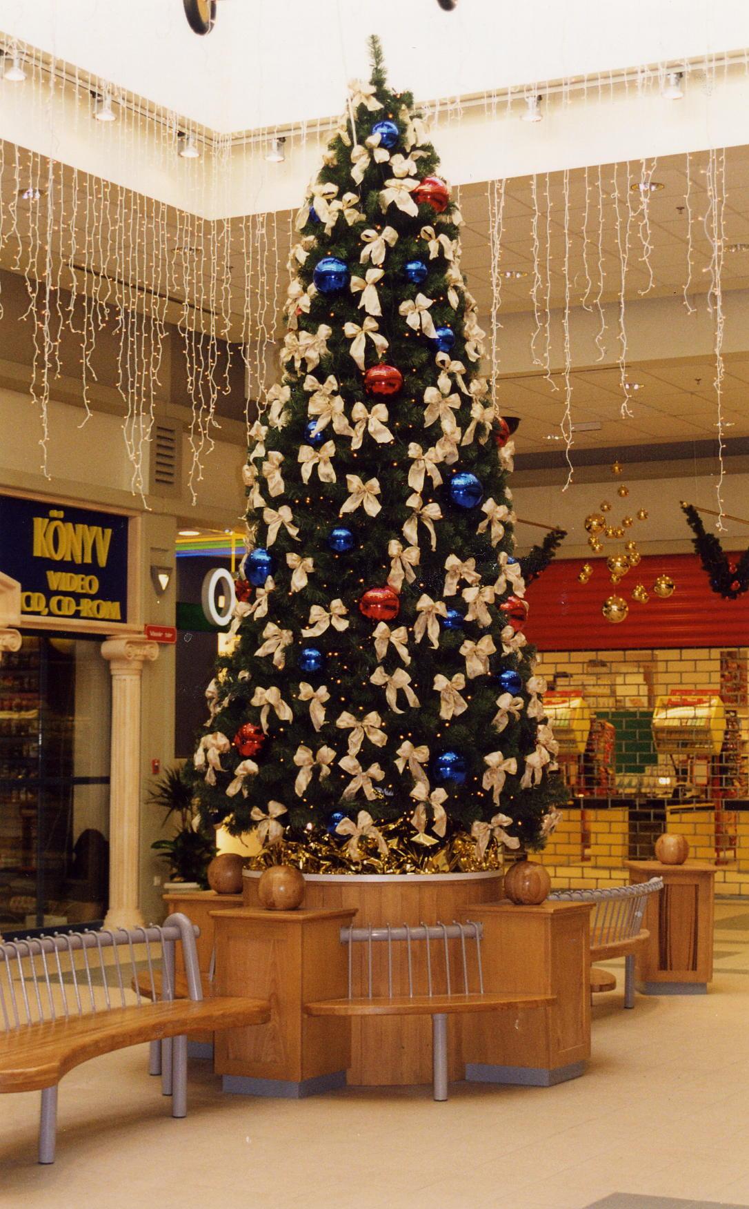 Polus Kecskemét karácsony-fenyő-légtér