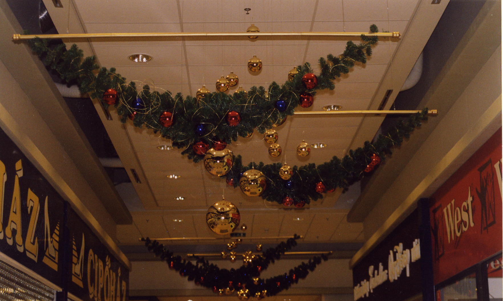 Polus Kecskemét karácsony-folyosó